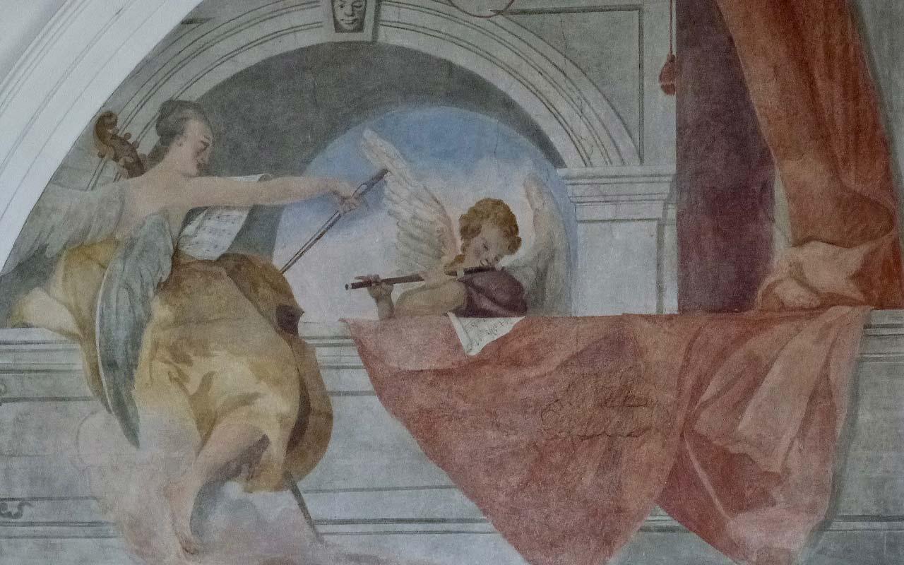Wandbild mit Engeln der St. Martin Kirche in Schwyz